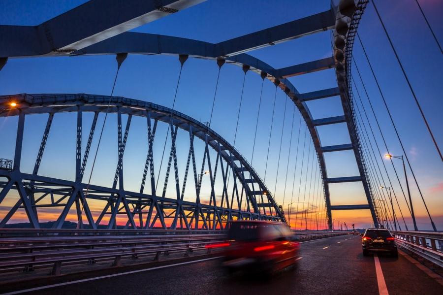 Четыре года стройки Крымского моста уместили в 2-минутный ролик