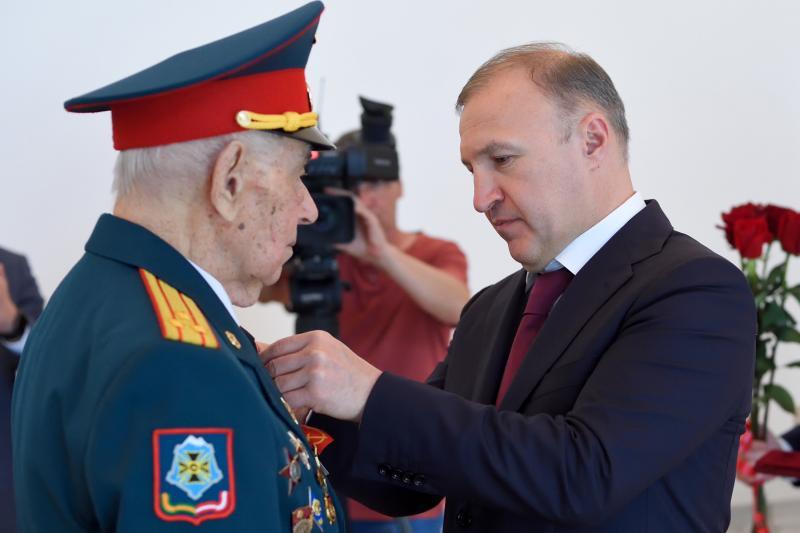 Два фронтовика Адыгеи отмечены высшей наградой республики