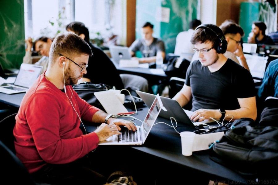 Начинающие IT-специалисты из Адыгеи могут принять участие в хакатоне и побороться за полмиллиона рублей